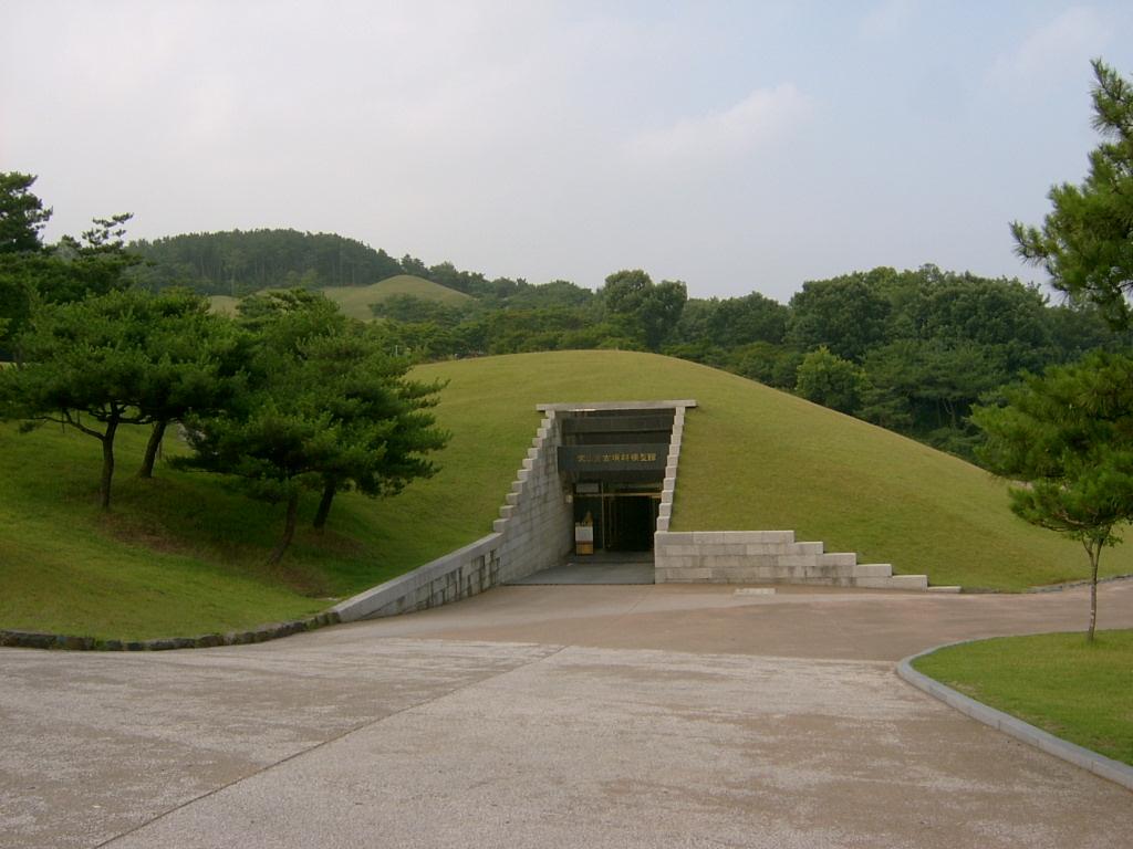 MuryeongMonument02.jpg