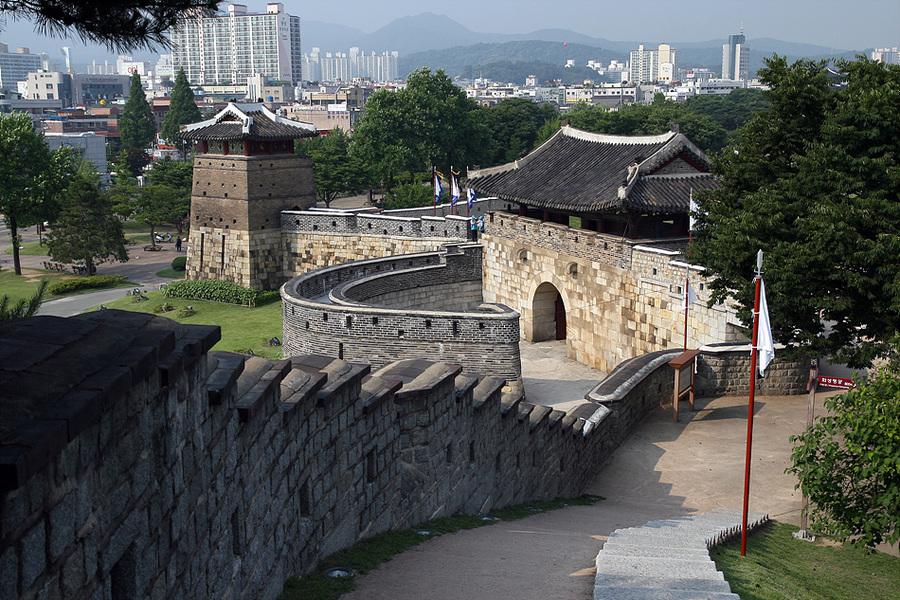 SuwonHwaseong04.jpg