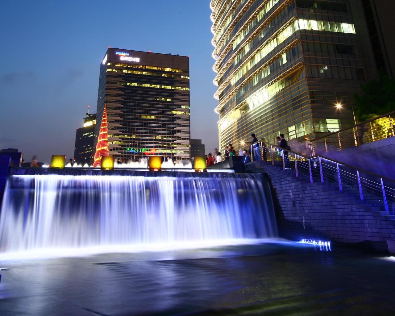 Cheonggyecheon01.jpg