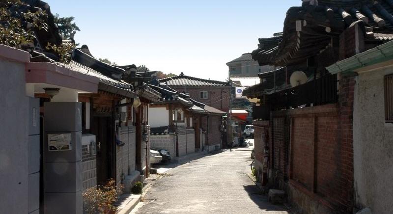 Bukchon02Gyeong.jpg